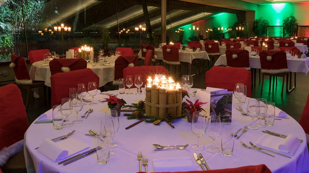 Restaurant Masoala mit weihnächtlich gedeckten Tischen