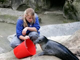 Tierpflegerin im Zoo Zürich