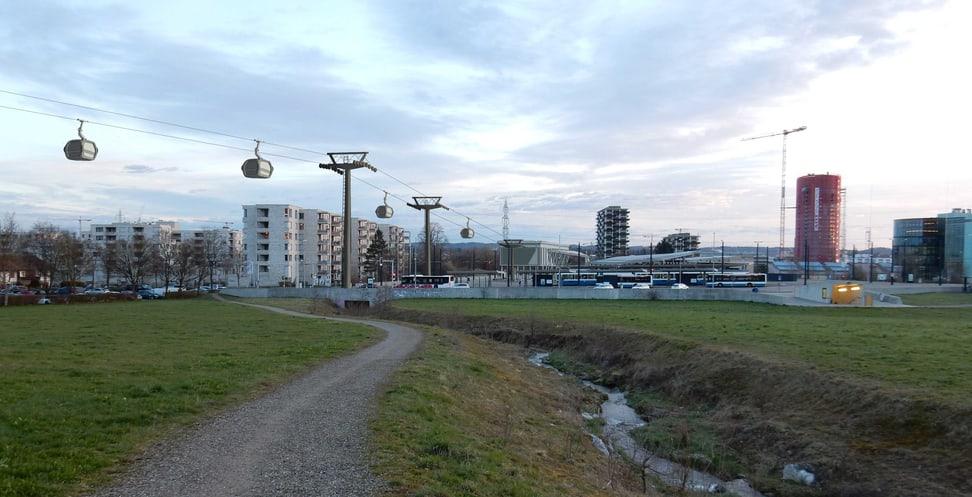 Blick auf die ÖV-Drehscheibe Stettbach mit Zooseilbahn