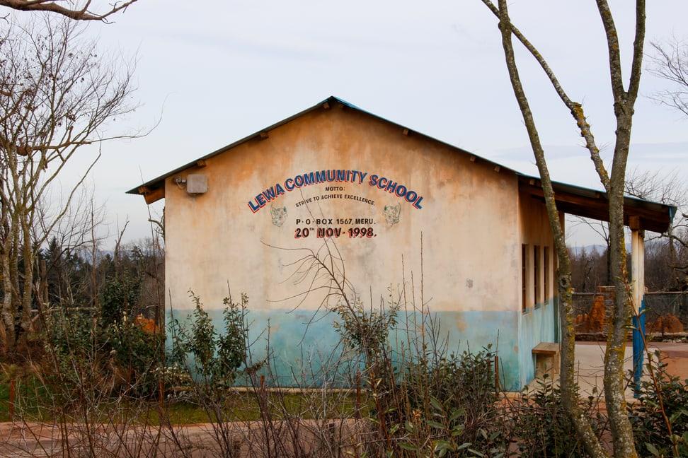 Schule im Lewa-Dorf in der Lewa Savanne im Zoo Zürich.