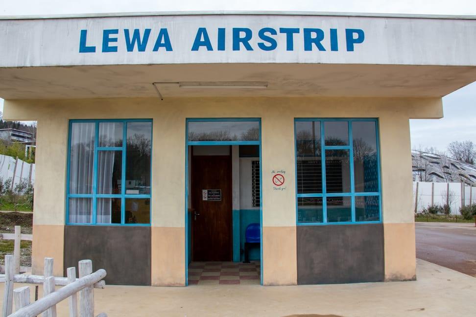 Flughafengebäude im Lewa-Dorf der Lewa Savanne.