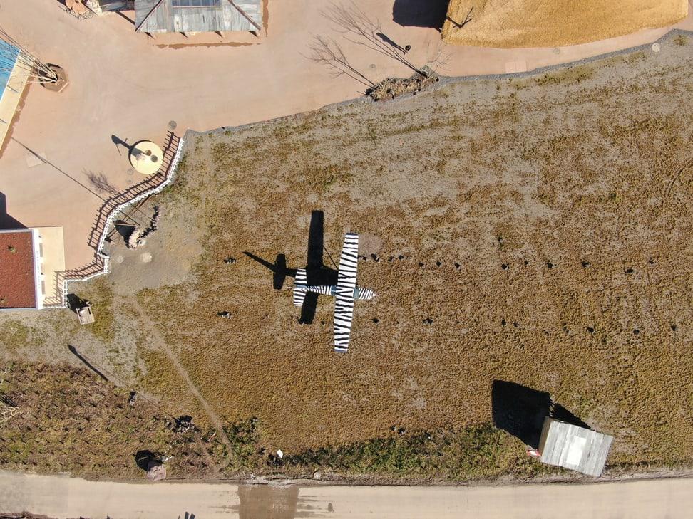 Luftbild des Lewa Airstrips in der Lewa Savanne.