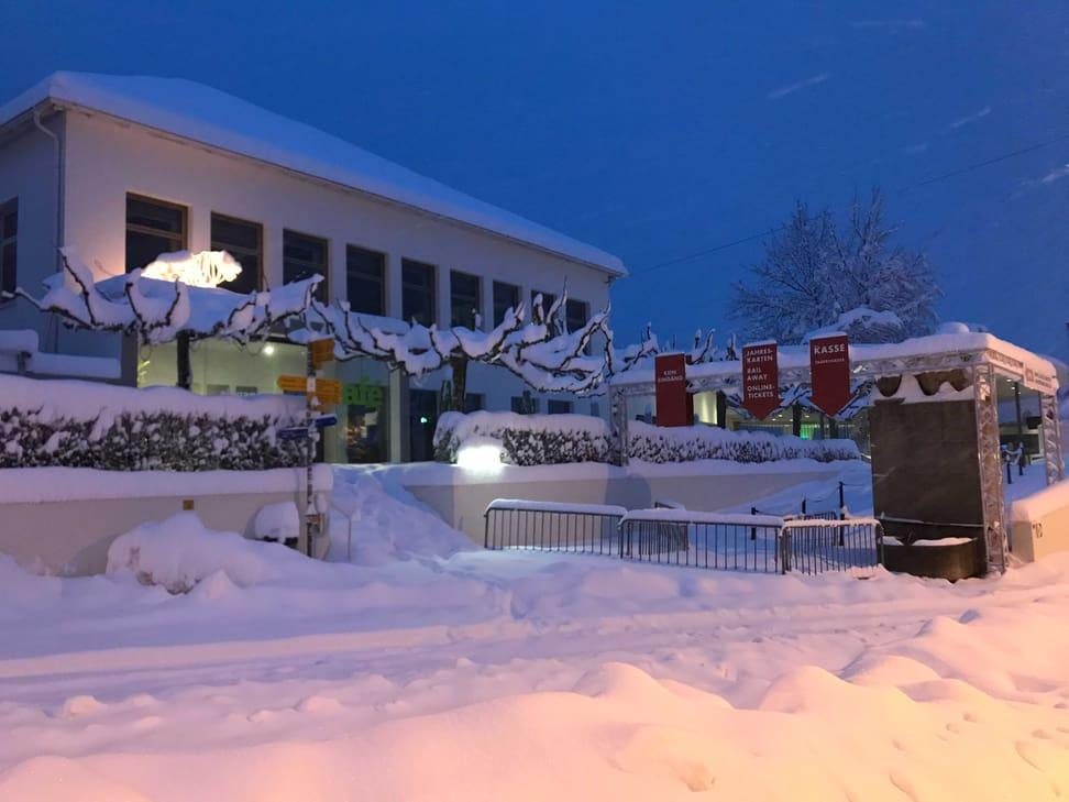 Zoo Haupteingang am frühen Morgen des 15. Januars 2021.
