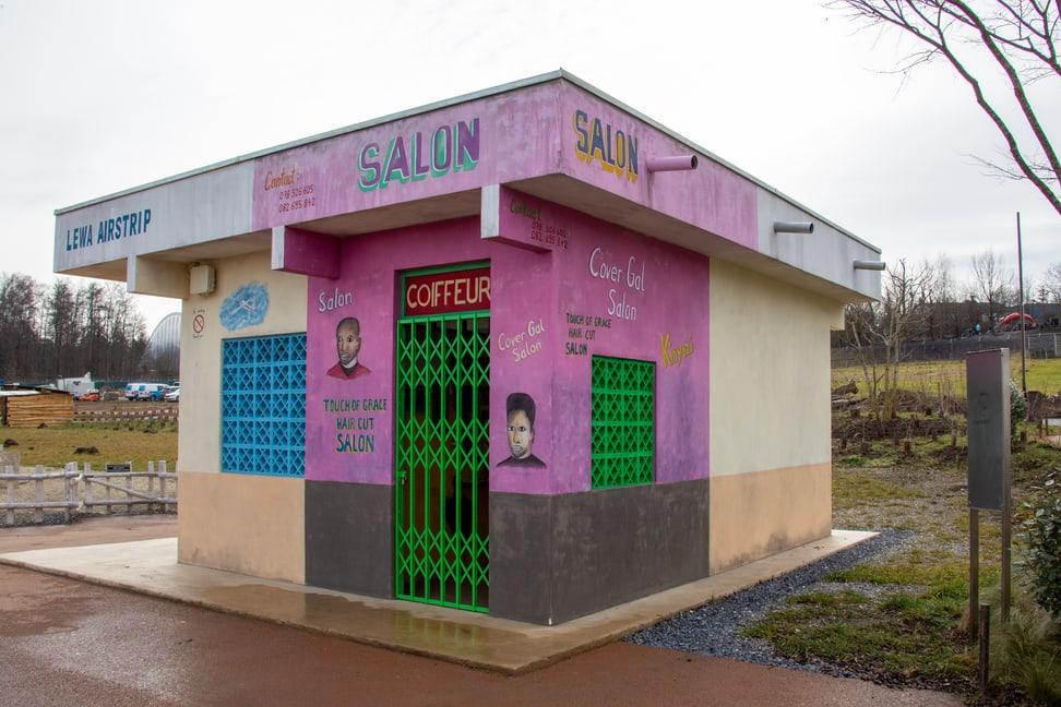 Coiffeursalon im Lewa Dorf.