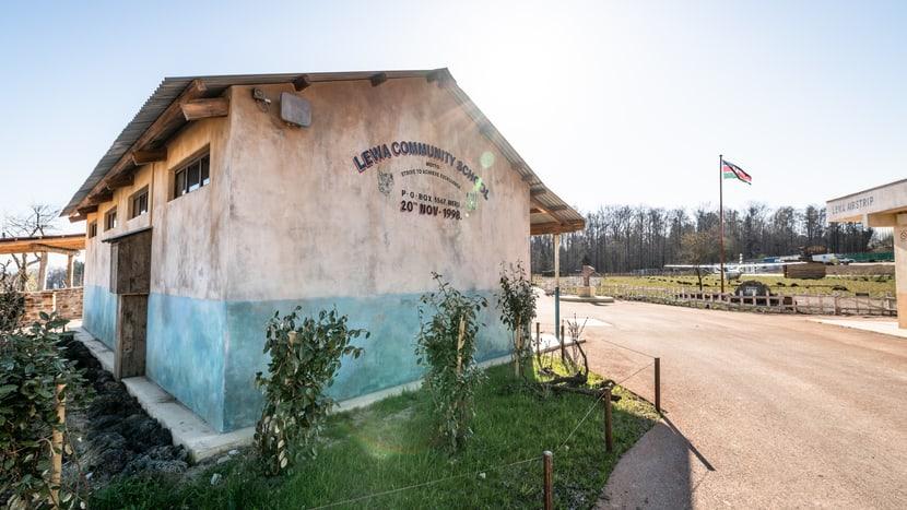 Dorfschule in der Lewa Savanne im Zoo Zürich.
