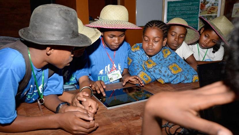 Schulkinder im Informationszentrum des Masoala Nationalpark.