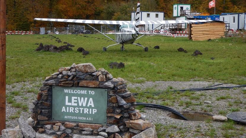 Airstrip in der Lewa Savanne im Zoo Zürich.