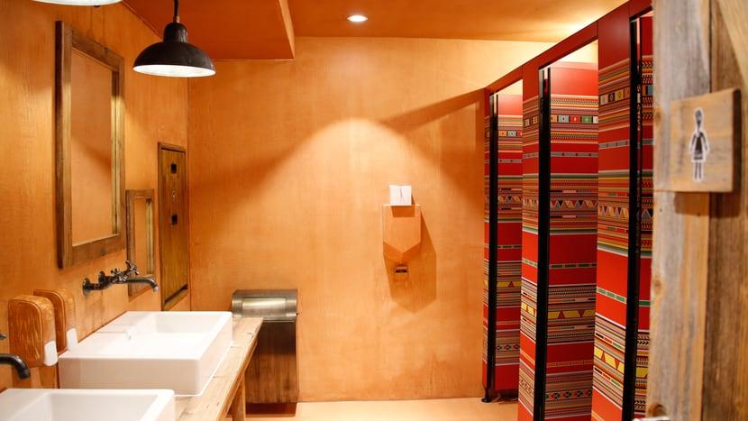 Toilette im Lewa Giraffenhaus.