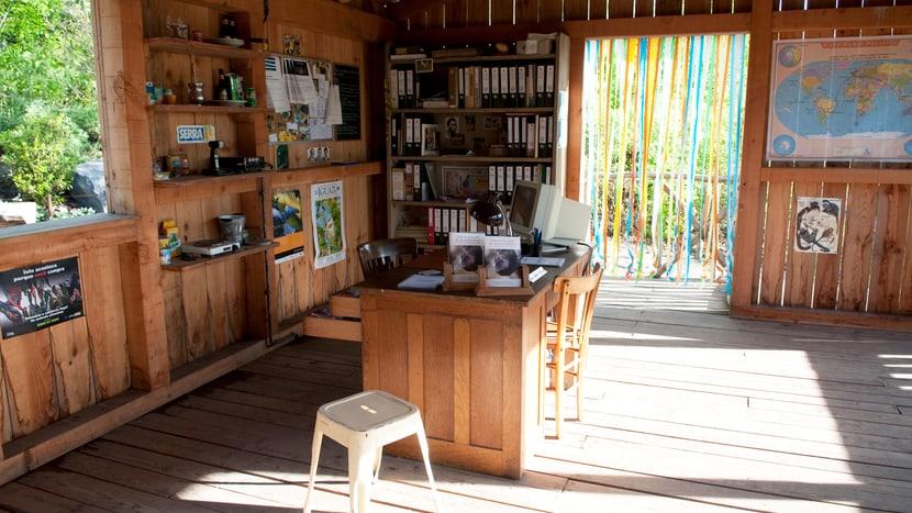 Polizeiposten mit Naturschutzausstellung im Pantanal des Zoo Zürich.