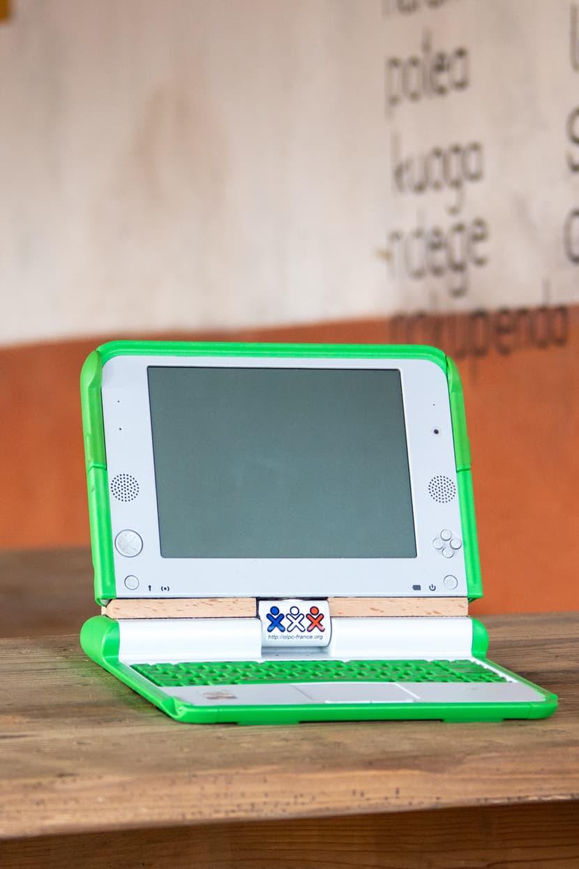Laptopt in der Schule im Lewa-Dorf in der Lewa Savanne.